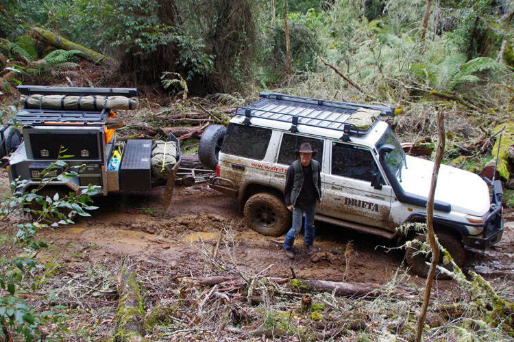 DOTトレーラーは泥の中で良い仕事をしました。