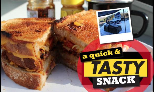 Een snelle en smakelijke snack - heerlijke geroosterde sandwichideeën om te kamperen