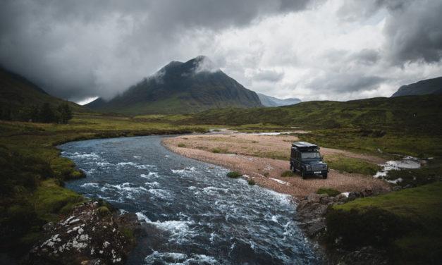 Vad Skócia magasabb kalandgal - Land Rover Defenders a bérléshez